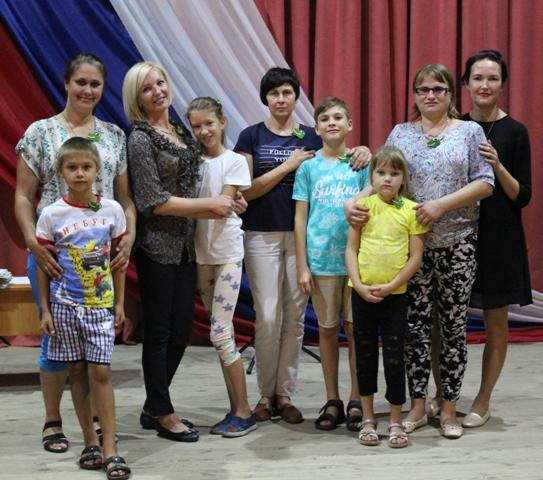Репьевские семьи играют в «Крокодил»