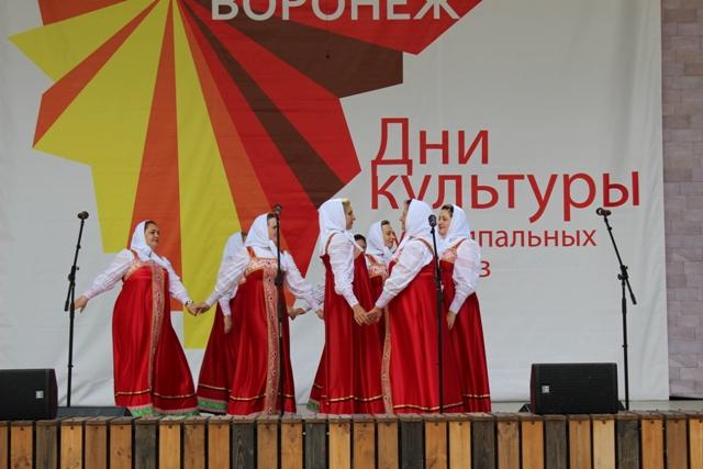 На сцене зеленого театра сыграли «Свадьбу в Репьевке»