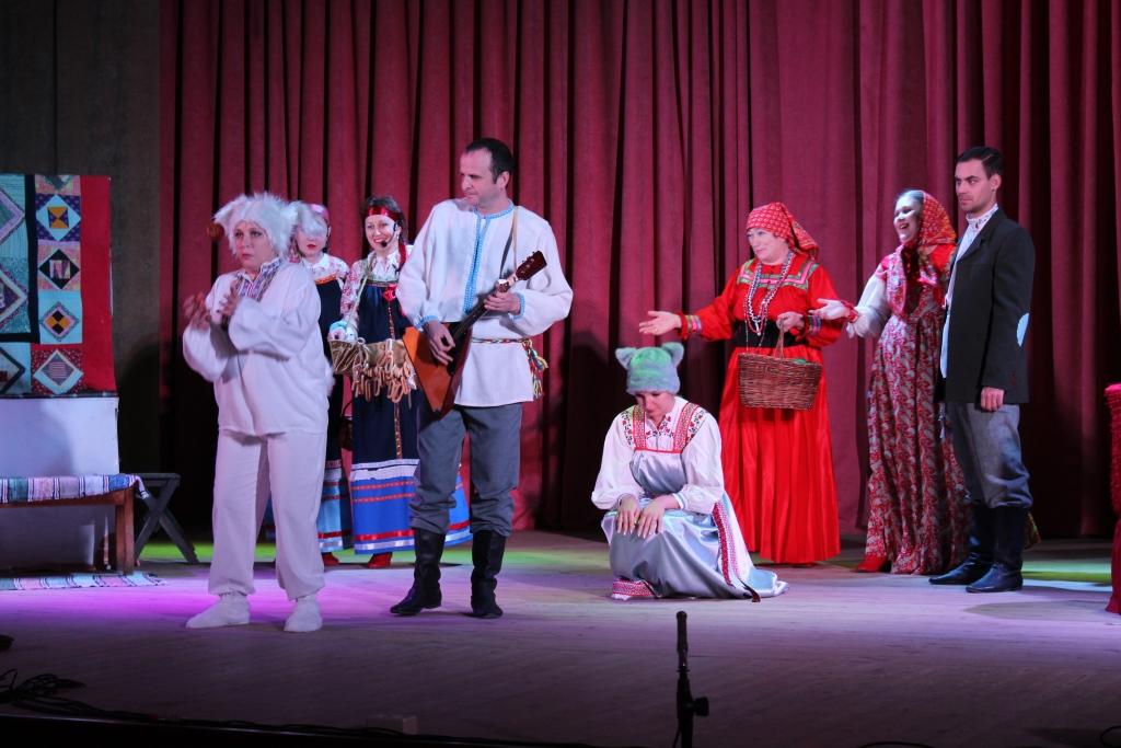 Хрустальный мост и змеиное царство из «Волшебного кольца» появились на Репьевской сцене.